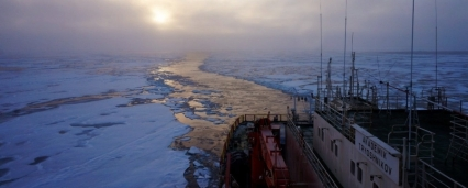 Oil explorationtravel to drift on the Arctic ice floe